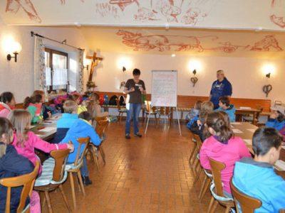"""""""Schule geht auf den Bauernhof"""" Die 3. und 4. Klasse besuchen das Gut Karlshof in Ismaning"""