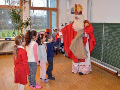 Der Nikolaus besucht unsere Schule