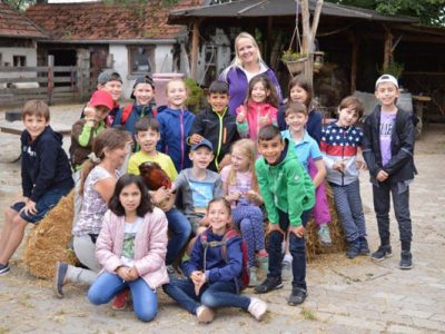 """Die 2. Klasse besucht """"Monis kleine Farm"""""""