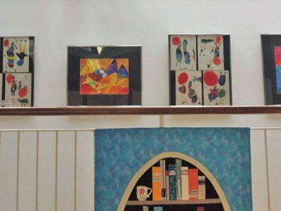 Ausstellung von Schülerbildern in der Garchinger Stadtbücherei