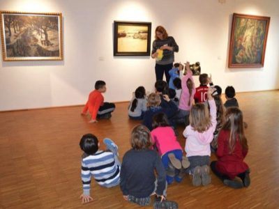 Die erste Klasse besucht die Gemäldegalerie Dachau!
