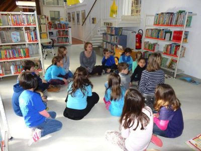 Die 2. Klasse in der Stadtbücherei Garching