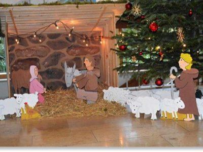Neue Krippe für die weihnachtliche Schuldekoration