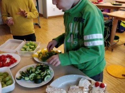 Gesundes Klassenfrühstück in der 1. Klasse